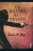UN RASTRO DEL PASADO di KING, LAURIE R.