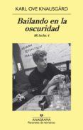 BAILANDO EN LA OSCURIDAD. MI LUCHA (VOL. 4) di KNAUSGARD, KARL OVE
